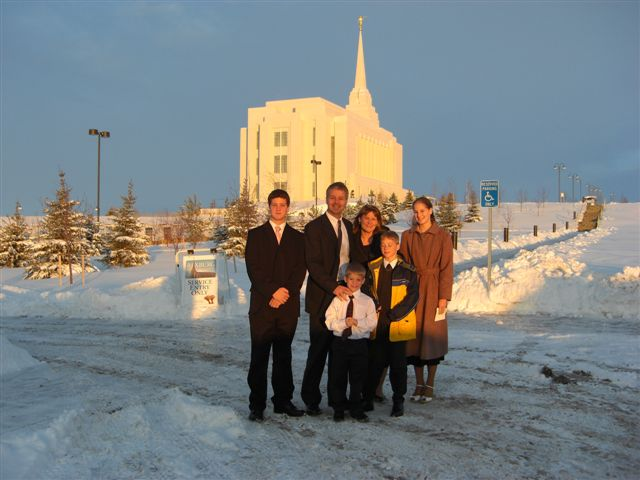 2007-family-at-rexburg-temple-open-house