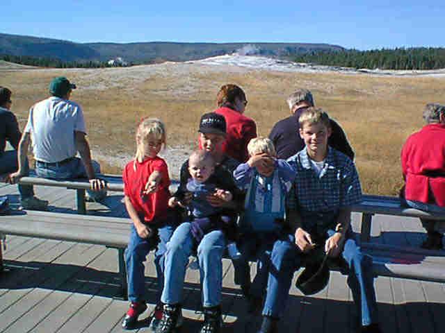 yellowstone-2001-oldfaithful-kids-2